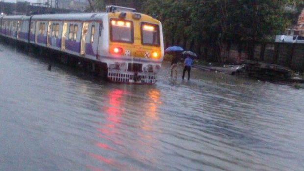 Mumbai Hit by Heavy Rains, Water Filled in Various Parts of the City  http://bit.ly/1Sui6Ve
