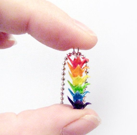 Rainbow Miniature Origami Cranes Necklace von CMCCreations auf Etsy, $30,00, super small and super cute