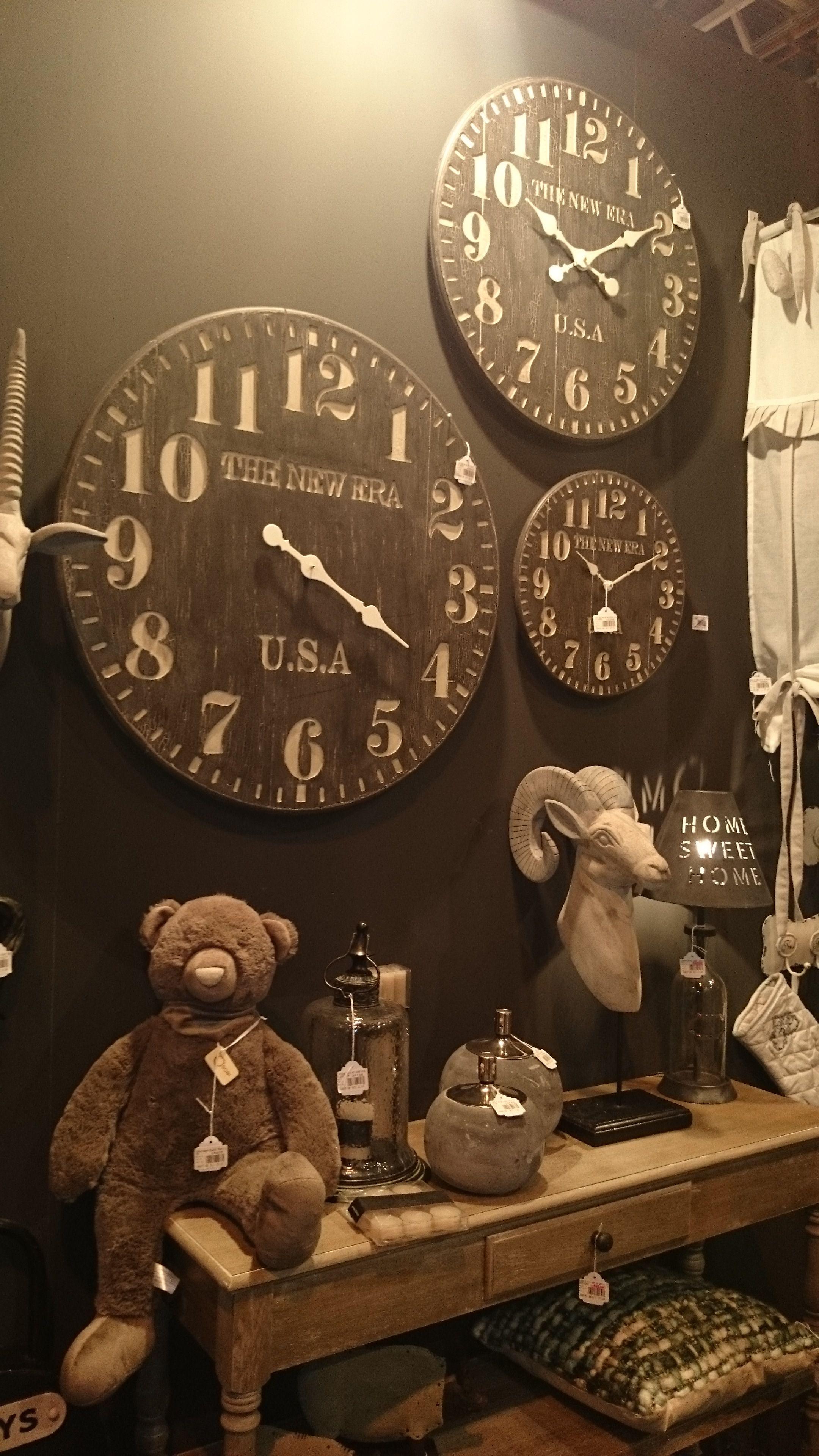 Relojes De Madera En Tonos Oscuros Para Ganar En Contraste  # Muebles Oyarbide