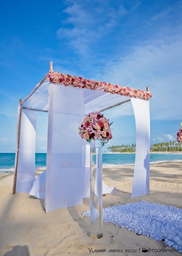 Talk Flower Options With The Wedding Coordinator To Get Your Perfect Bouquets Breathlesspuntacana