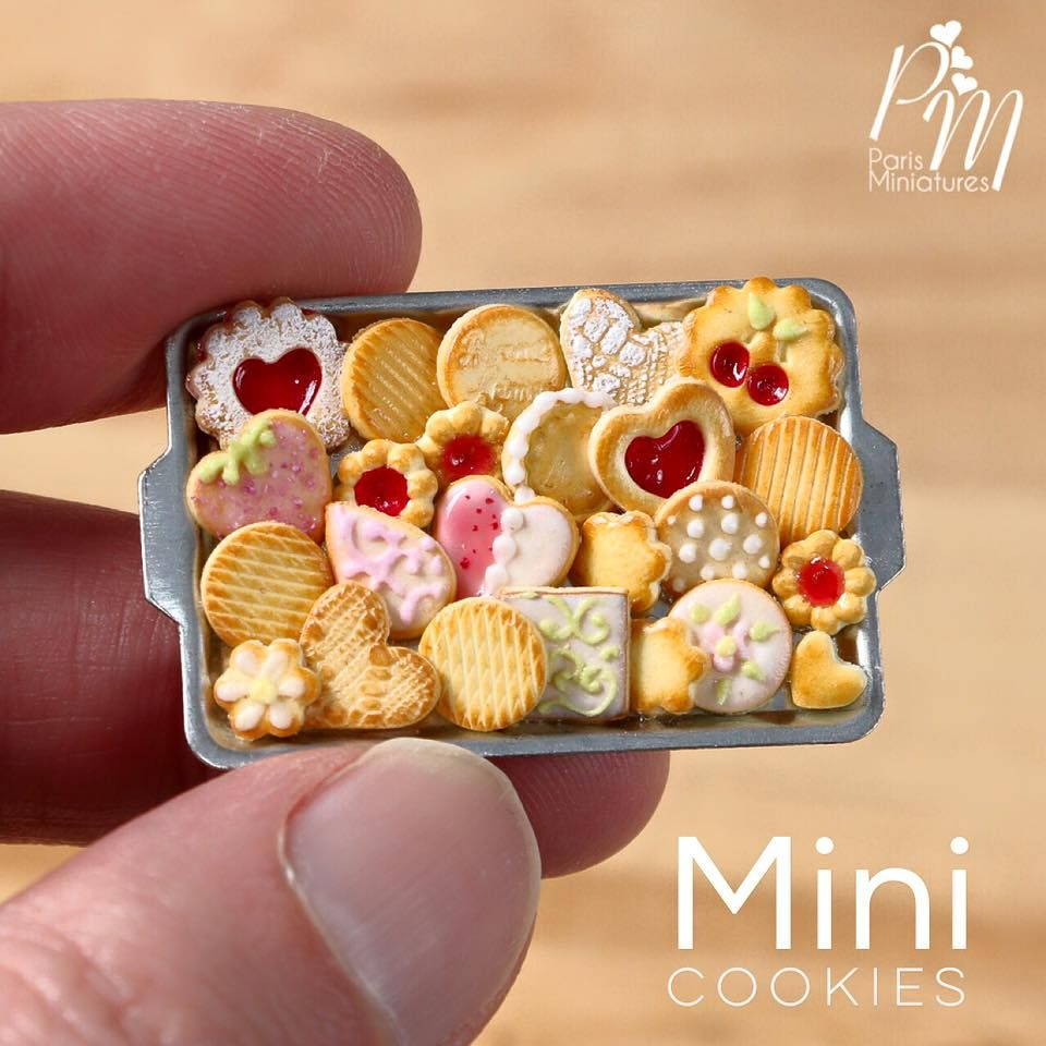 """For your Tuesday nibbling pleasure, a selection of beautiful miniature treats created by Emma and Neil of Paris Miniatures. """"Emmaflam"""" and """"Miniman"""" are a French-English cou…"""