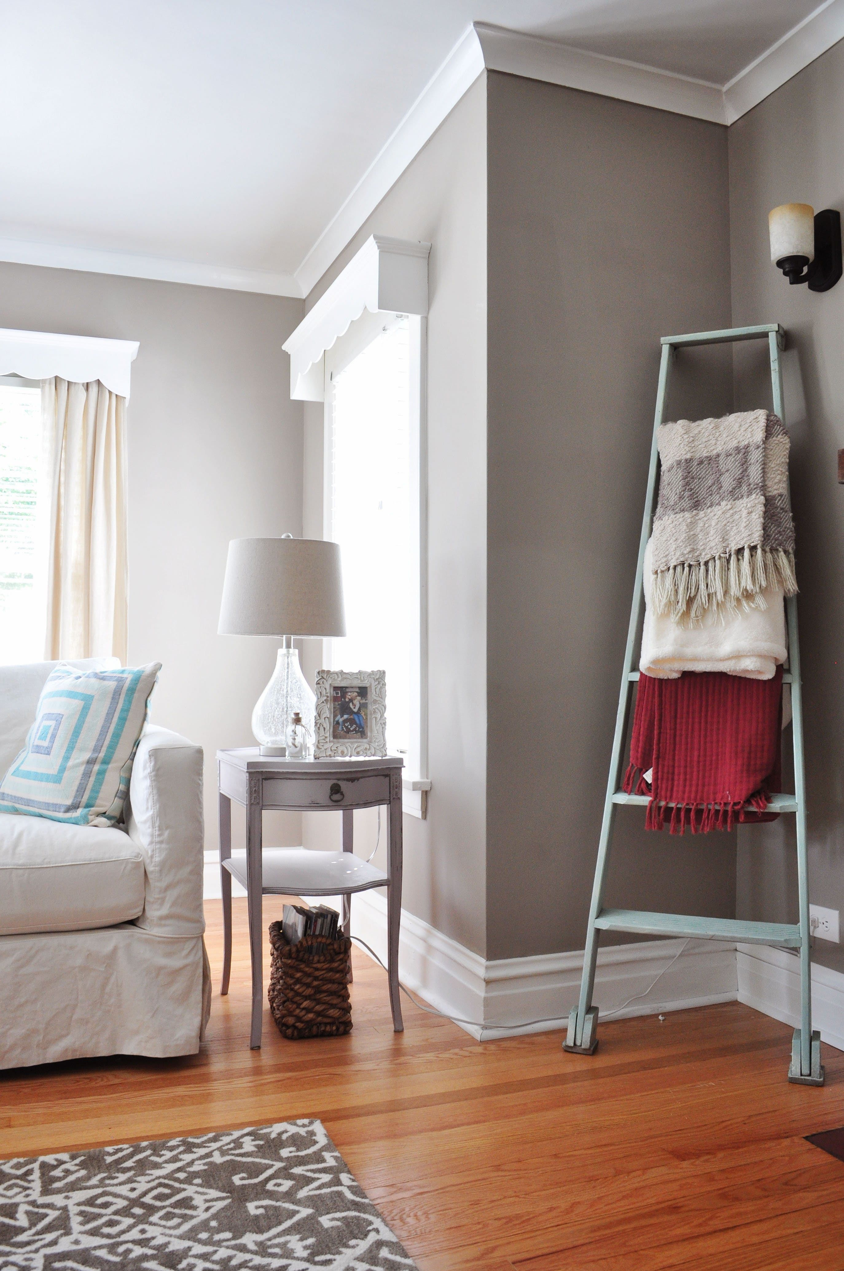 Living Room Decorating Ideas for Empty Corners