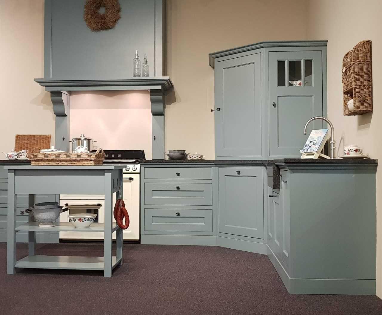 Keuken Industriele Smeg : Mooie landelijke houten keuken met een prachtige smeg fornuis