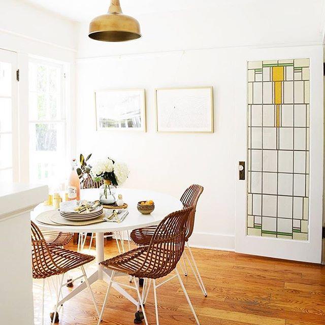 Salle à manger scandinave en total look blanc et bois ...