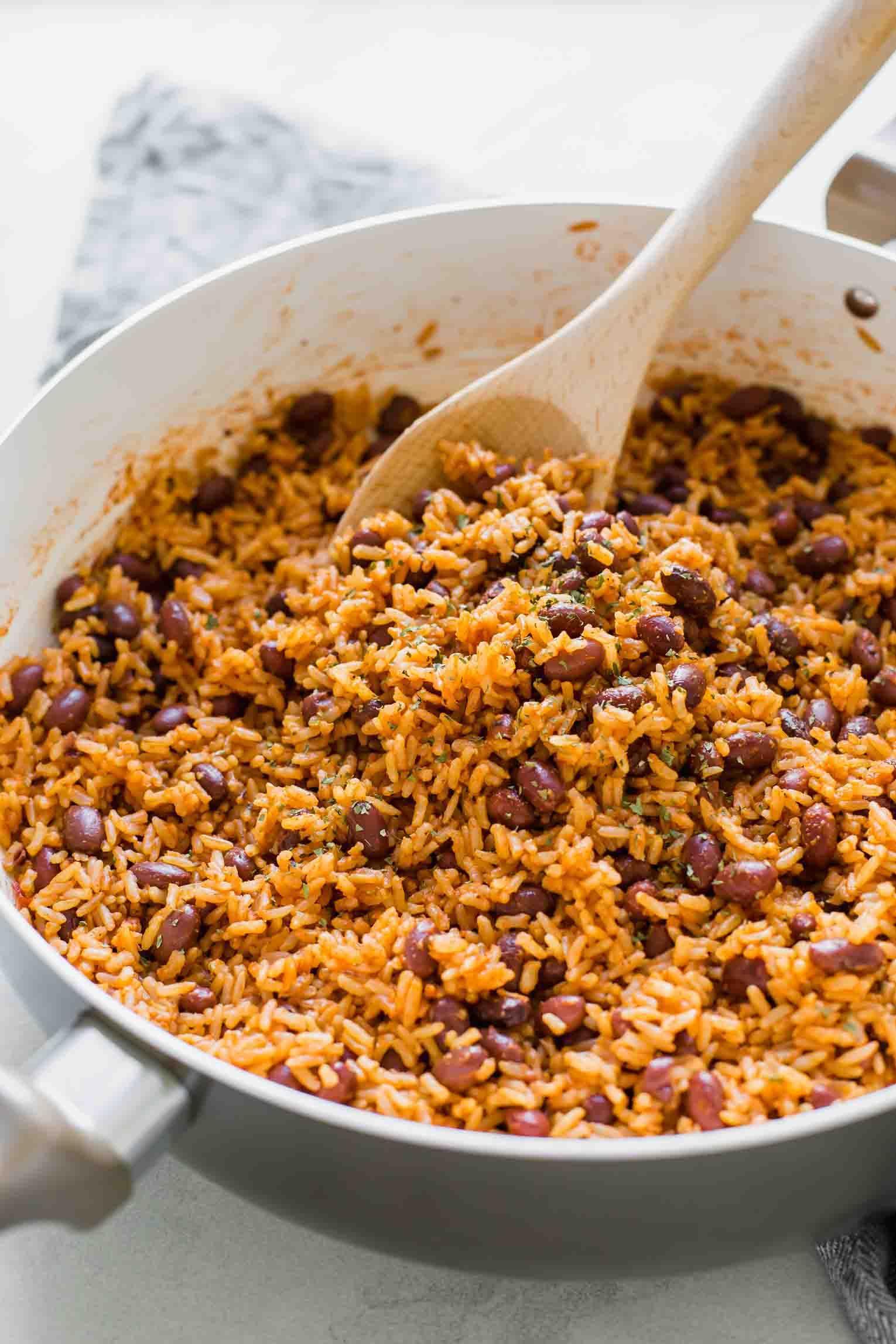 Spanish Rice Beans Jar Of Lemons Recipe In 2020 Spanish Rice And Beans Spanish Rice Red Beans Recipe Easy
