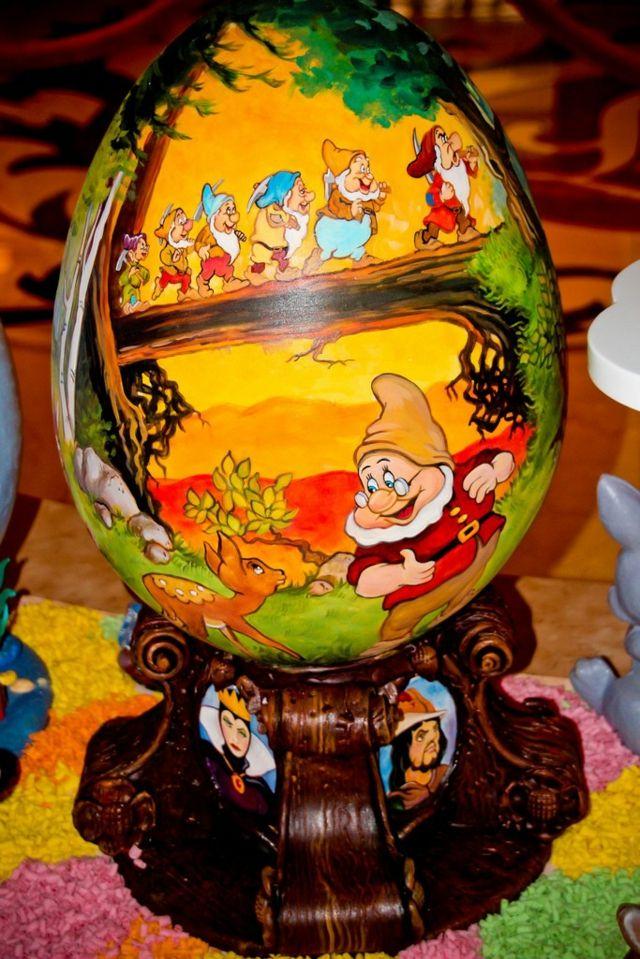 Les Sept Nains   Décoration Du0027œuf Très Réussie Easter Chocolate, Disney  World Pictures