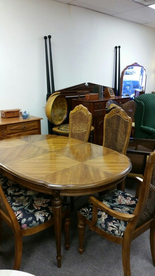 Attrayant Bernhardt Table And Chairs. Quality Used Furniture Warehouse 214 232 6672