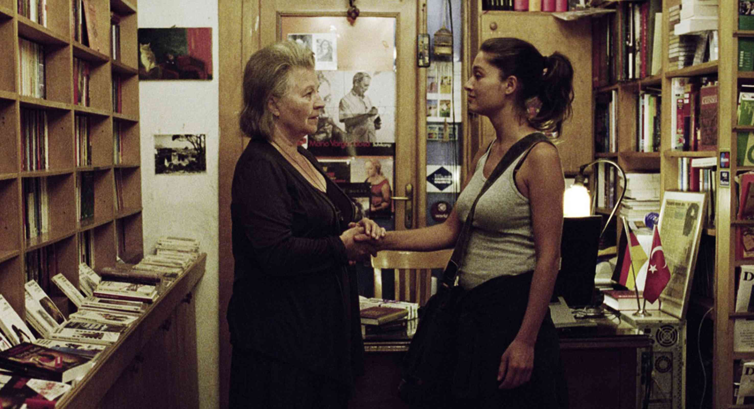 (The Edge of Heaven) (2007) reconciliacion: De una alemana y una turca en una libreria alemana de un turco, profesor de literatura alemana