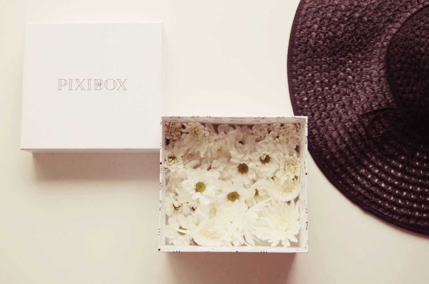 Nyári hangulatban a júniusi PIXIBOX kiadása előtt