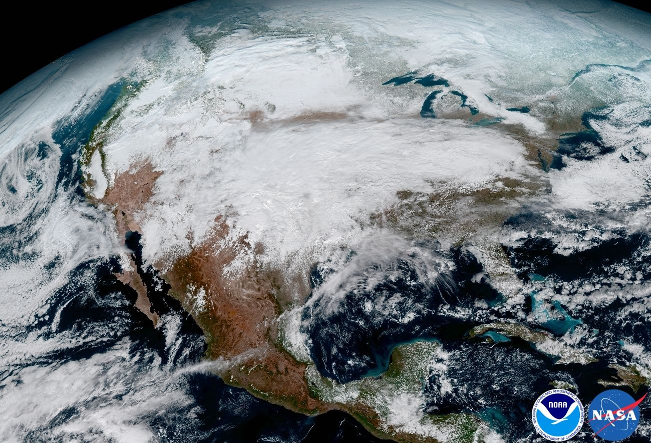10 Absolutely Incredible Images From The New Goes 16 Weather Satellite Weather Satellite Earth From Space Earth Science