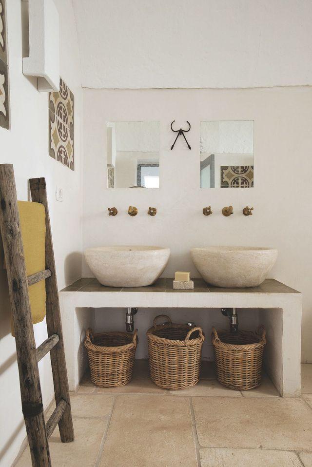 Une maison de vacances avec piscine en Italie Modern bathroom