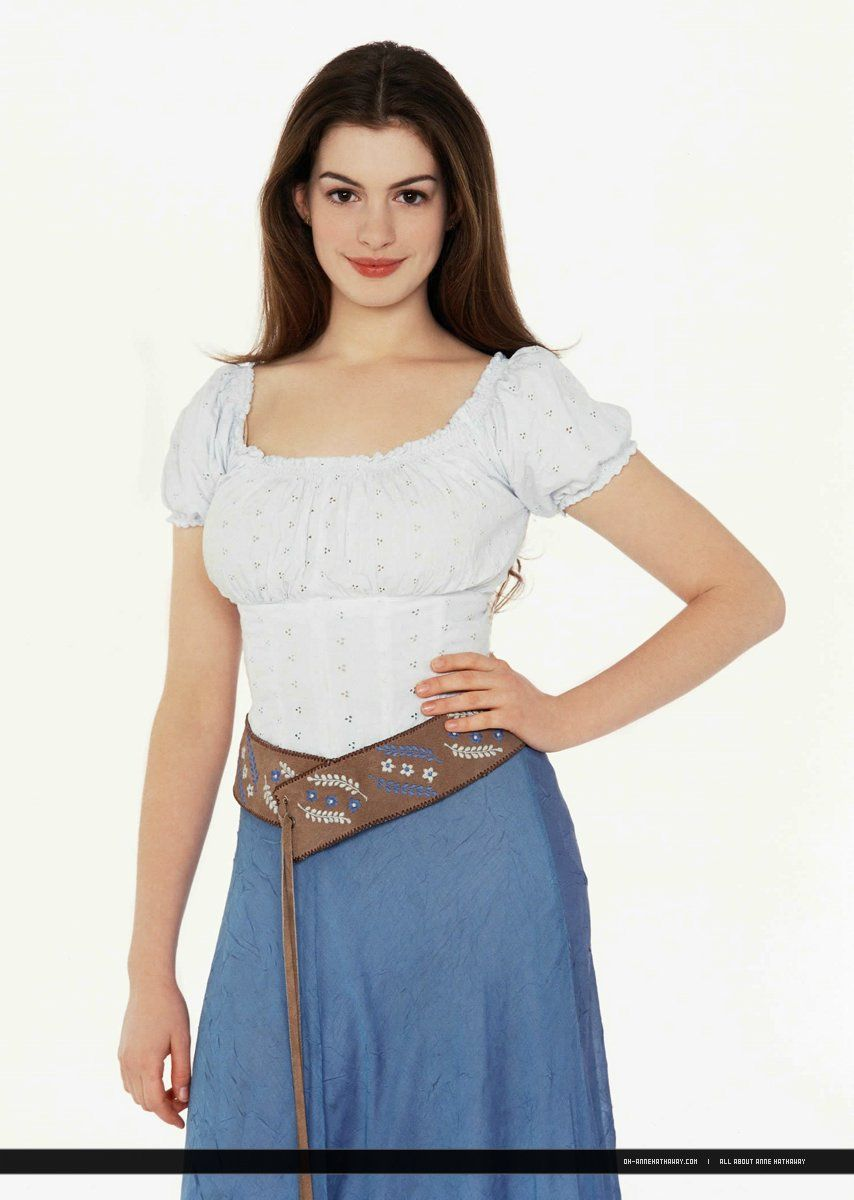 Anne hathaway in a promo photo for ella enchanted she was for Ella s kitchen coupons