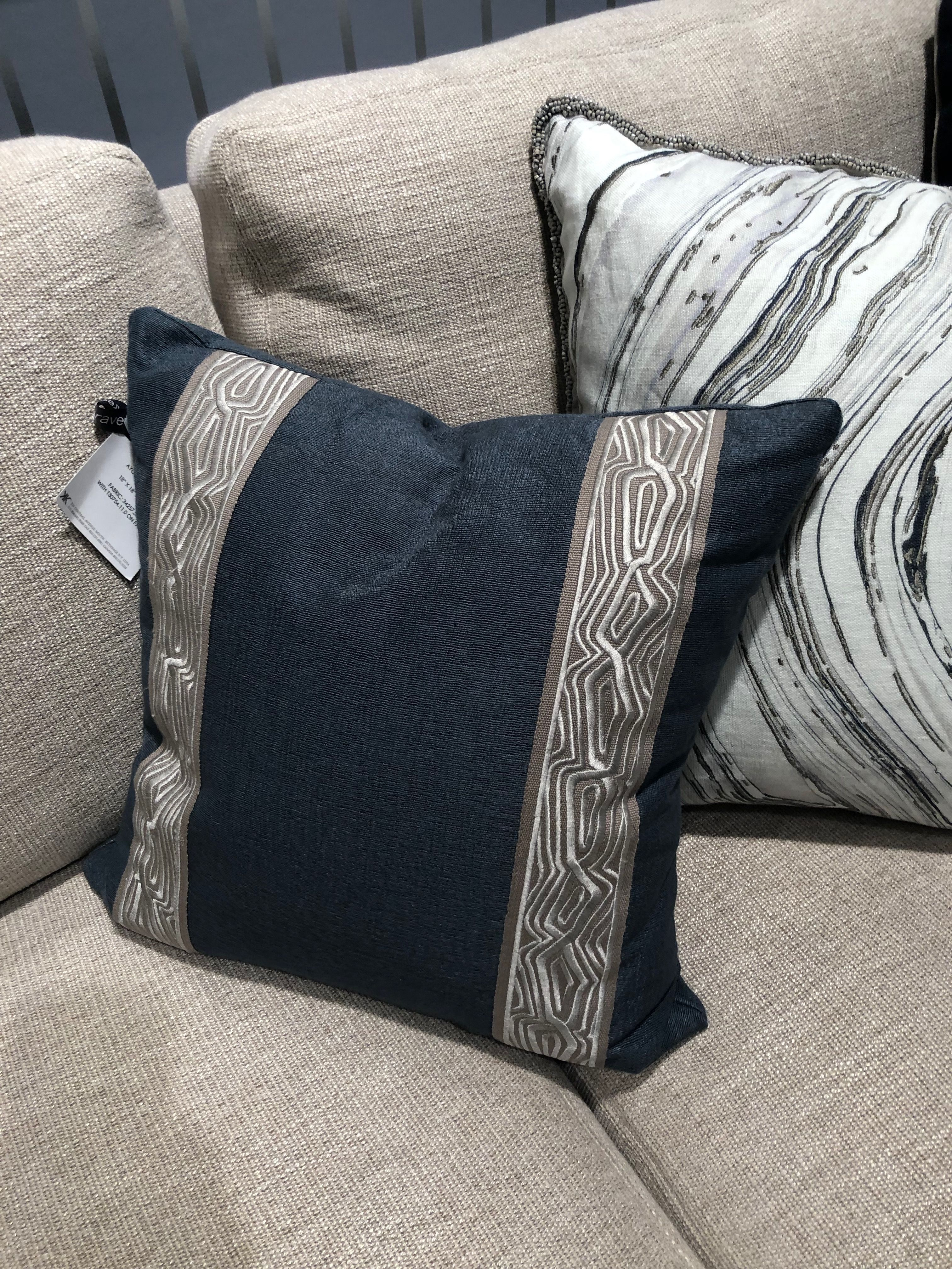 Trim Pillows Throw Pillows Bed