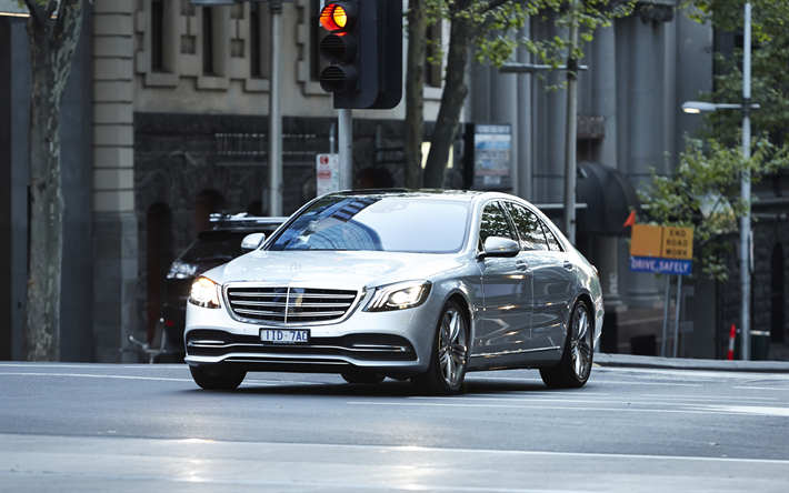 Download Wallpapers W222 Mercedes Benz S Class 4k 2017 Cars Luxury Cars Street S Class Mercedes Besthqwallpapers Com Mercedes Benz Mercedes Carros