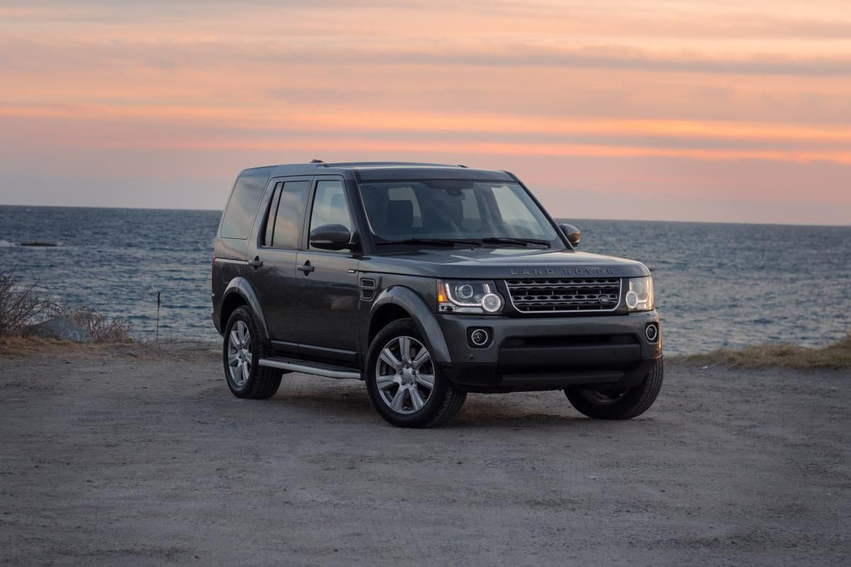 Review 2016 Land Rover Lr4 It S Still Cool To Be Square In This Suv Land Rover Rover Landing