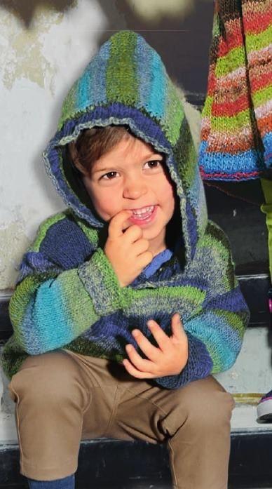 Вязаный спицами детский пуловер с капюшоном