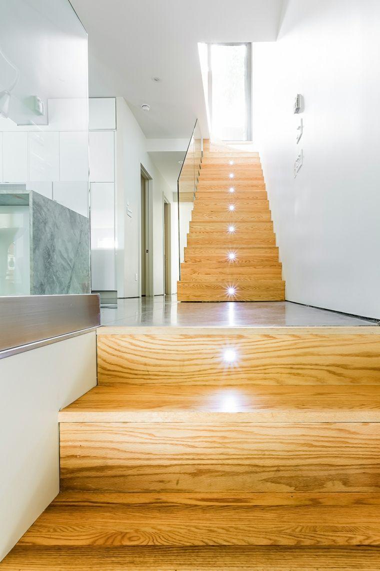 lumire led et escalier en bois