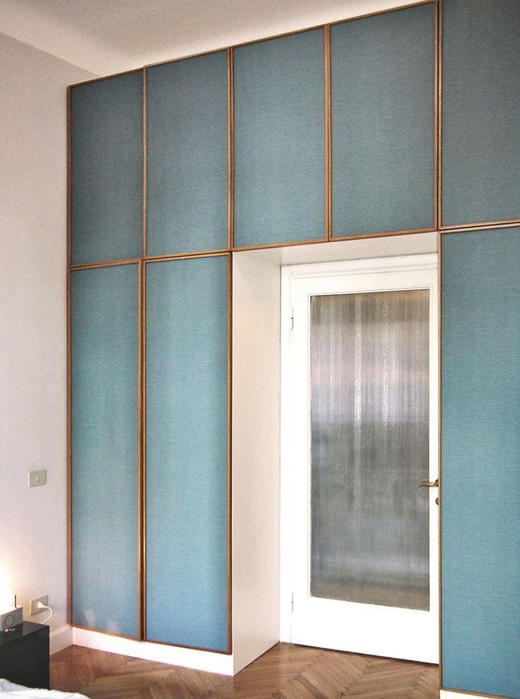 Frosted glass front built ins idee per interni idea di for Accessori per la casa design