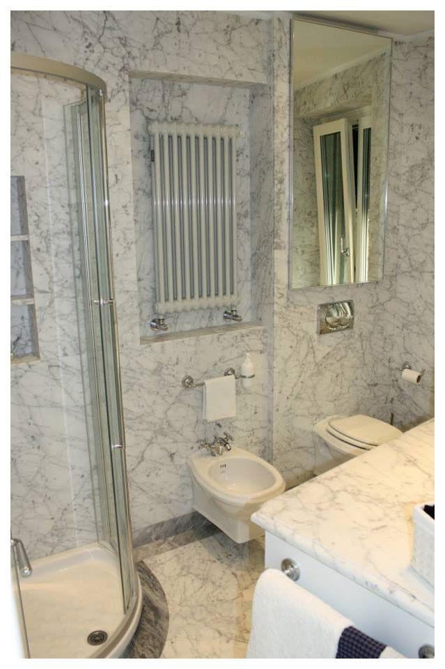 Bagno in marmo di Carrara acidato per una casa al mare | Bagni ...