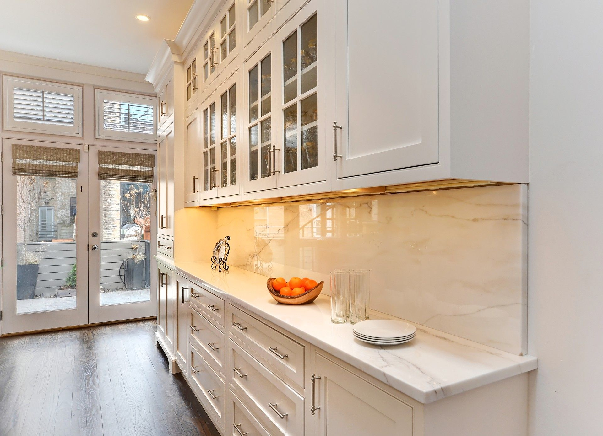 A kitchen in Chicago was remodeled and taken to new heights with Fieldstone Cabinetryu0027s Geneva inset door style. This kitchen has two Fieldstone Cabinetry ... & A kitchen in Chicago was remodeled and taken to new heights with ... pezcame.com