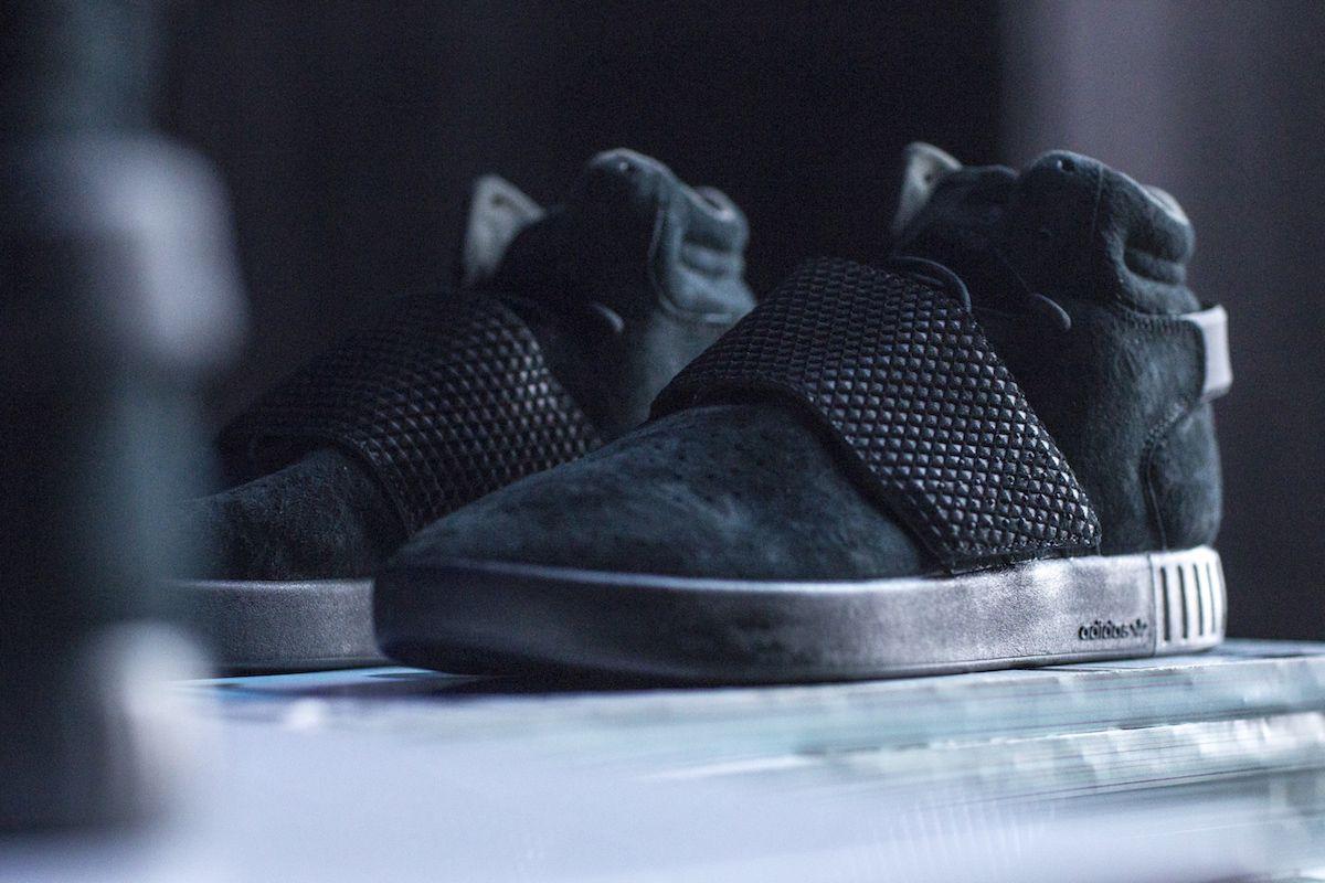 a26a6dcb8b5f adidas nmd r1 primeknit japan triple black footlocker adidas yeezy 350  pirate black 2015 vs 2016
