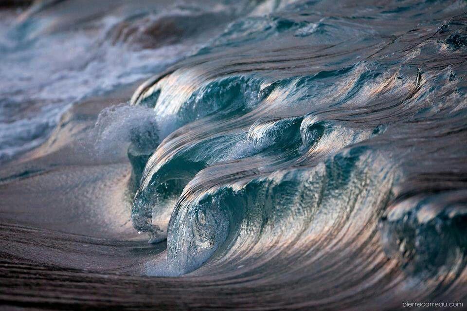 Powerful waves  photo by Pierre Carreau