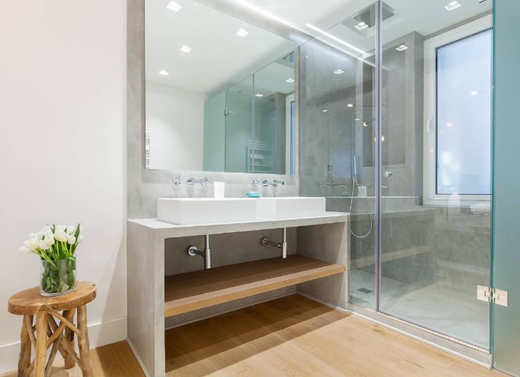 Dusche Vor Fenster Badezimmer Einbauen Installieren Sichtschutz Milchglas Rollos Folien Fensterflugel Befest In 2020 Badezimmer Badezimmer Fenster Ideen Dusche Fenster