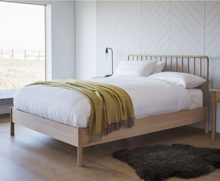 Hudson Living Wycombe Oak 4ft 6in Double Spindle Bed Oak Bed