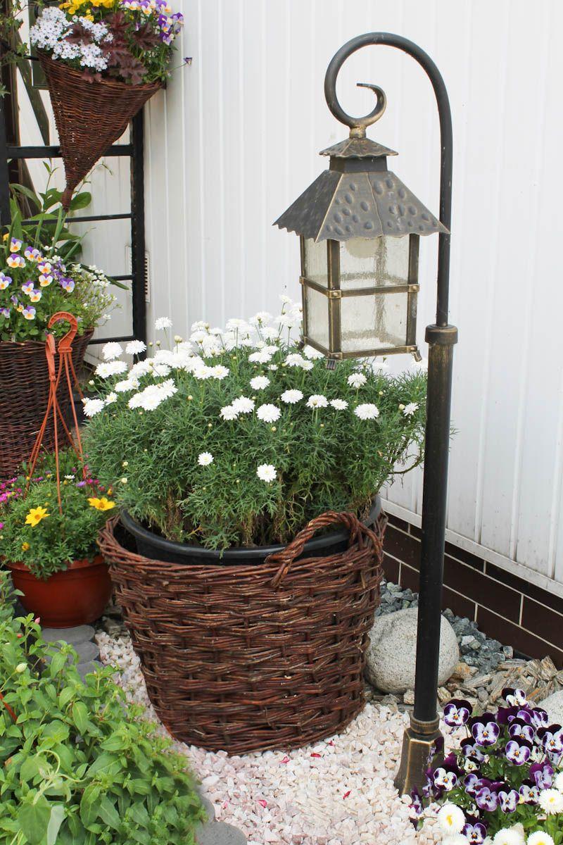 Duzy Wiklinowy Kosz Moze Byc Wykorzystany W Celach Dekoracyjnych I Uzytkowych Decorative Wicker Basket Wicker Baskets Wicker