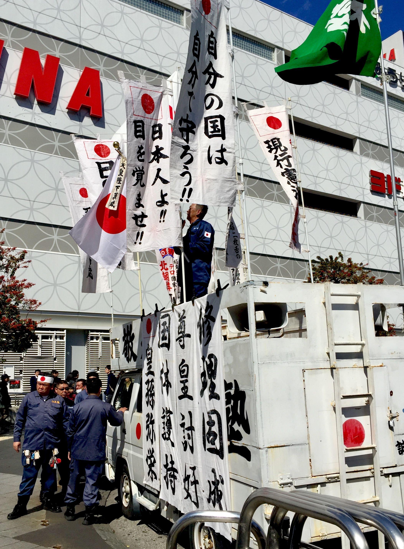 右翼の演説_幟の主張は、全くもってもっともだ@錦糸町駅前 | 右翼 ...