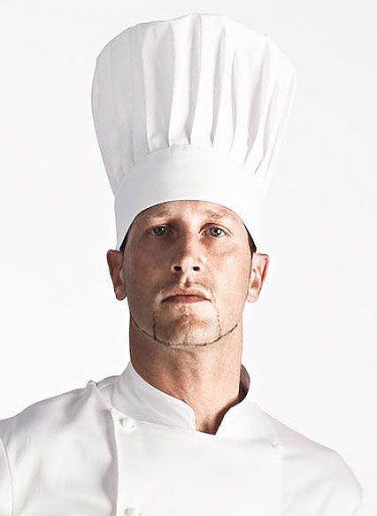 Cappello da cuoco classico con velcro. 35% cotone e 65% poliestere.  Disponibile in svariati colori. 6e70dfb9ba72