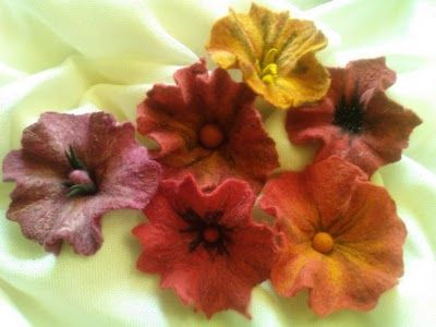 Felt Flowers    would love to know how to make these | Felt and