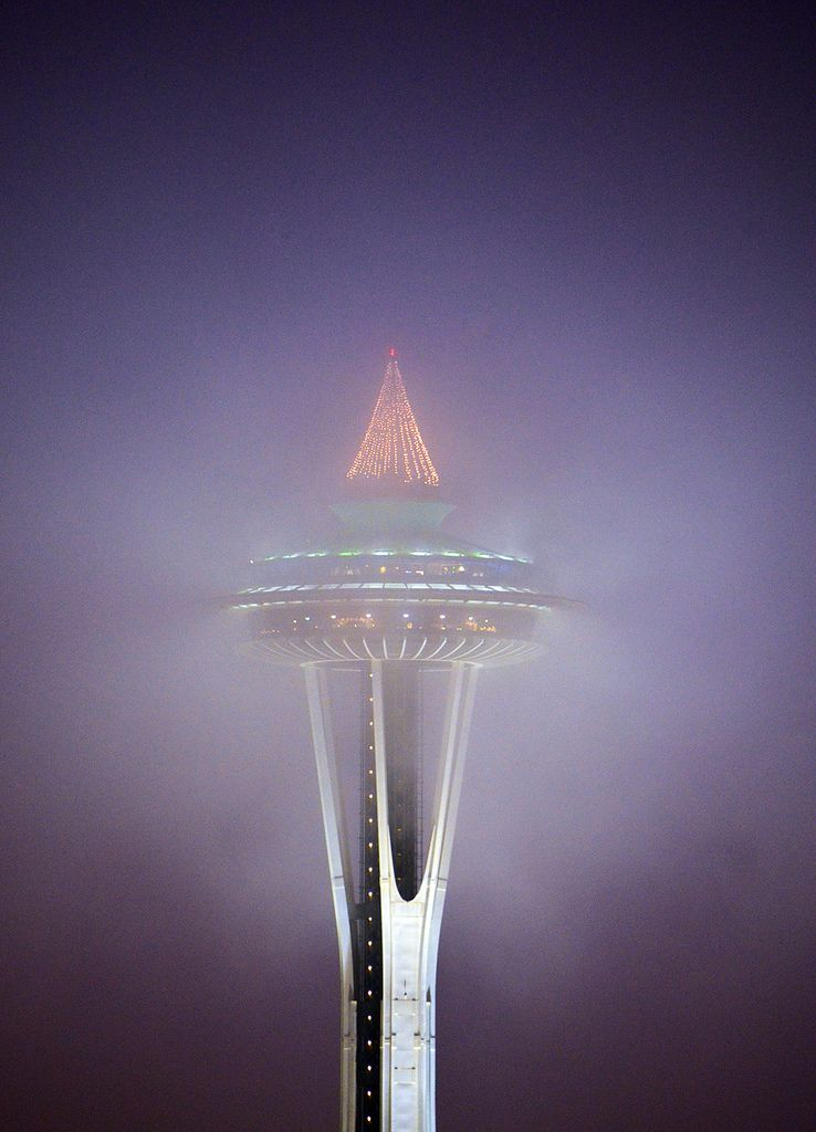 https://flic.kr/p/dG9aa8   Space Needle at dawn in the fog 0726