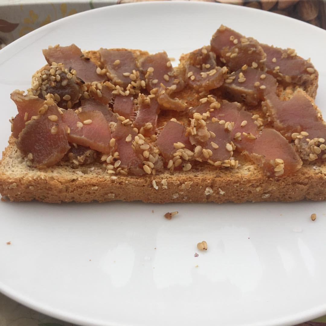 """11 Me gusta, 2 comentarios - Malen Dobarro Agirre (@malen.nutri) en Instagram: """"¡Buenísimos días! 🤗 Ayer me quedé con ganas de más tataki de atún… así que hoy desayuno tostada…"""""""