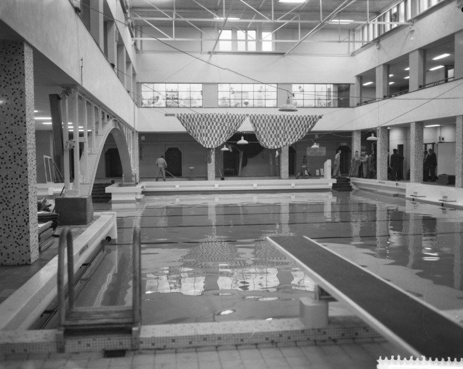 Zwembad oost amsterdam overdekt zwembad bij flevoparkbad de brug