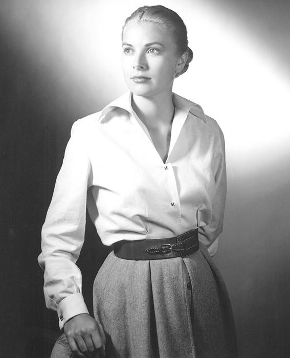 Iconic Fashion: 27 Memorable White Shirts Through the Decades -  Vor Grace Kelly wed (geschweige denn, traf) des Fürsten von Monaco und wurde eine Prinzessin, sie  - #AngelinaJolie #CelebrityStyle #Decades #Fashion #HollywoodActresses #iconic #Memorable #shirts #White