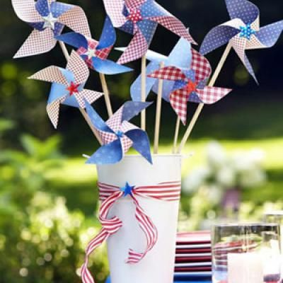 Patriotic Pinwheel Decor {Holiday DIY Decor}