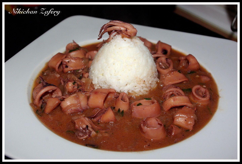 Chipirones encebollados en salsa! http://recetasde2.blogspot.com.es/2014/05/calamares-encebollados-en-salsa.html