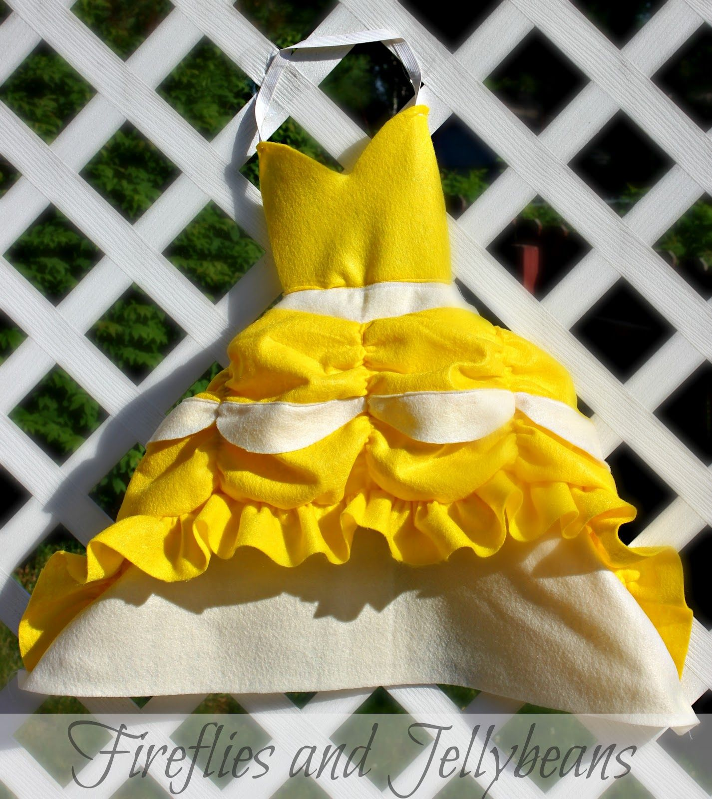 Fireflies and Jellybeans: Easy DIY Princess Dress-up Aprons Tutorial {remixed}