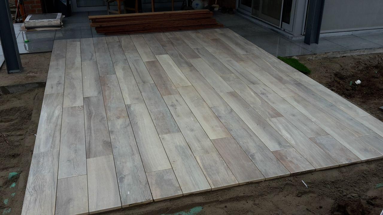 Keramische Tegels Houtlook : Terras in keramische tegels in houtlook kronos