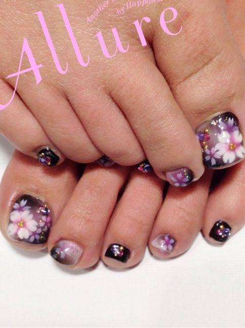 ★☆夜桜 フットネイル☆★いつも季節感たっぷりなデザインにしてくださるお客様ヾ(●'`●)ノ 今回は意外にやった事のなかった「桜ネイル」にしてくださいました♡…