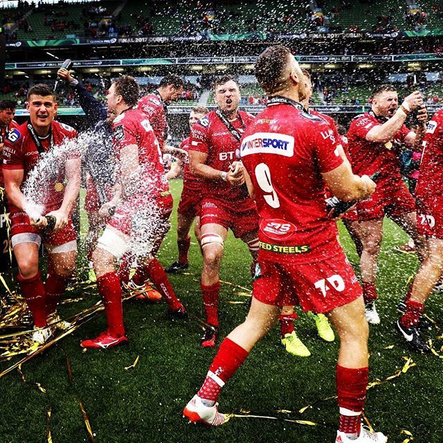 Garethdavies90 Instagram Champs Scarlets Celebrate 22 46 Victory Over Munster 27 May 2017 Gareth Davie Wales Rugby Team International Rugby Wales Rugby