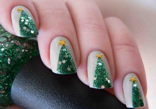 Aprenda a fazer uma nail art linda com desenho de árvore de Natal