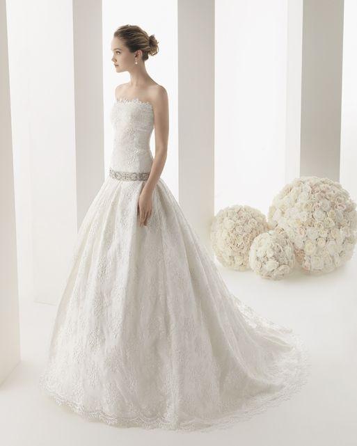 Abito da sposa Magazzini D'Amico. Scopri altri modelli sul sito ufficiale: www.magazzinidamico.it