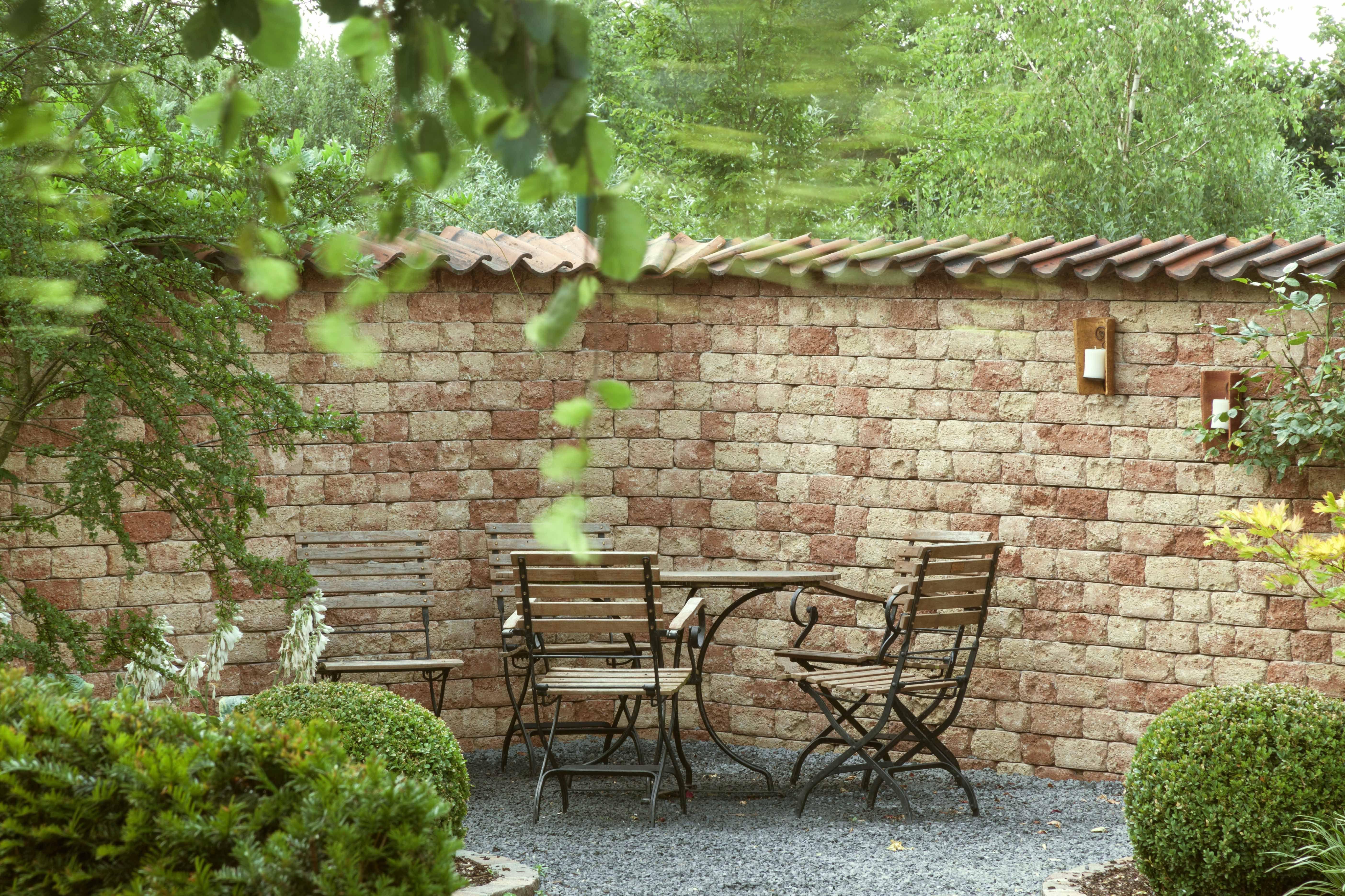 mauer aus redsun pilestone in der farbe primavera garten terrassengestaltung mit pflaster. Black Bedroom Furniture Sets. Home Design Ideas