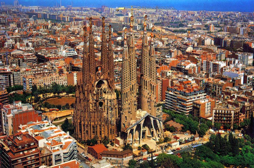 La Sagrada Familia The Holy Family Is One Of Gaudi S Most Famous Works In Barcelona And The City S Most Rekno Places To Visit Visit Barcelona Barcelona Spain