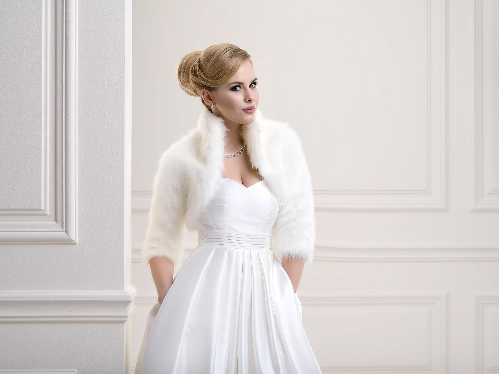 Stylish Faux Fur Bridal Bolero Fox Wedding Jacket Made From High Quality Beautifully Soft And Lined Inside Available In White Ivory