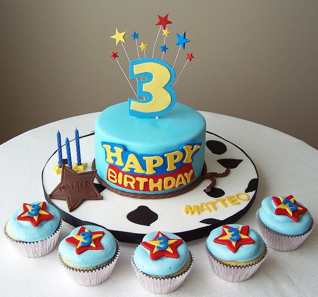 Toy Story Cake And Cupcakes With Images Toy Story Birthday