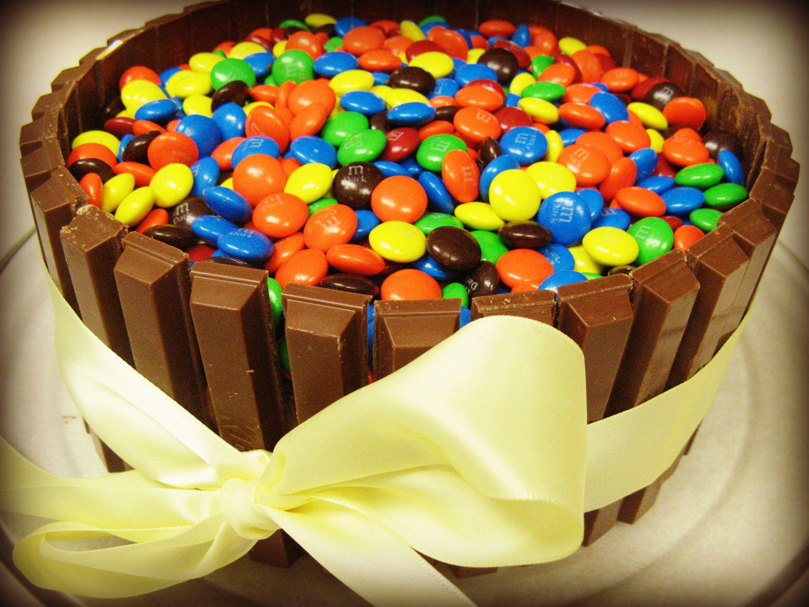 KitKat basket cake Laura we should do this for Bellas communion