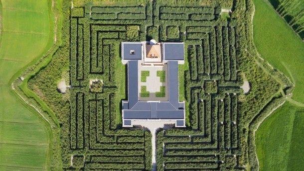 """Labyrinth, Galerie, Konzertsaal, Treffpunkt, Begegnungsstätte und Sommerakademie in einem: """"La Masone"""" bei Parma."""